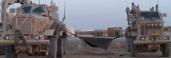 Bommenontmantelaar leger zweert bij slapen in hangmat boven de grond