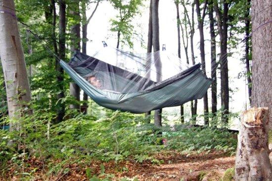 Hangmat met muskietennet is de oplossing voor zomerergernissen door muggen en wespen