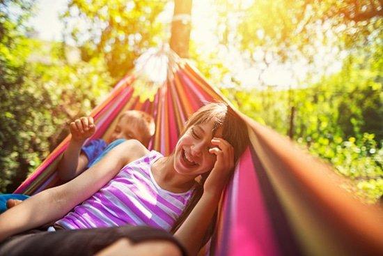 Kinderen in hangmat voor plezier en gezondheid
